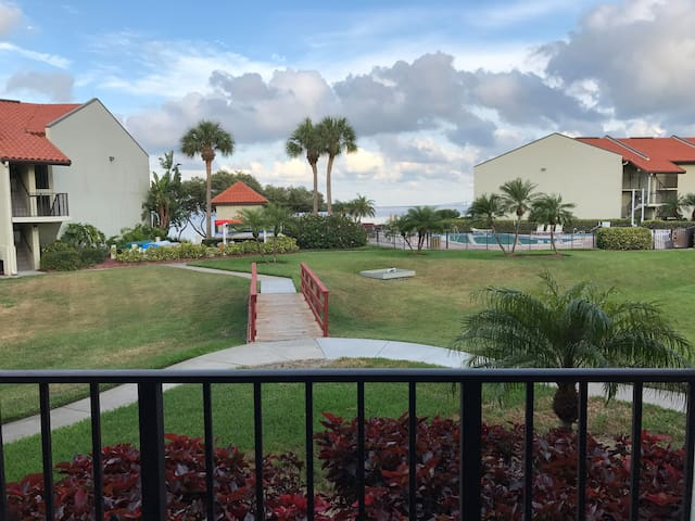 Holiday Island Gorgeous Water View Condo