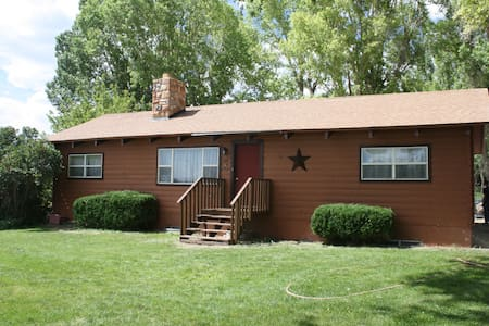 Capitol Reef Country 5 Bed 3 Bath Cabin Home