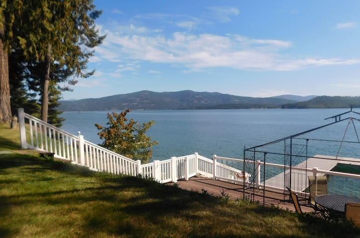 Blissful 5BR/3 BA Lodge With Lakefront Deck & Dock - Sandpoint