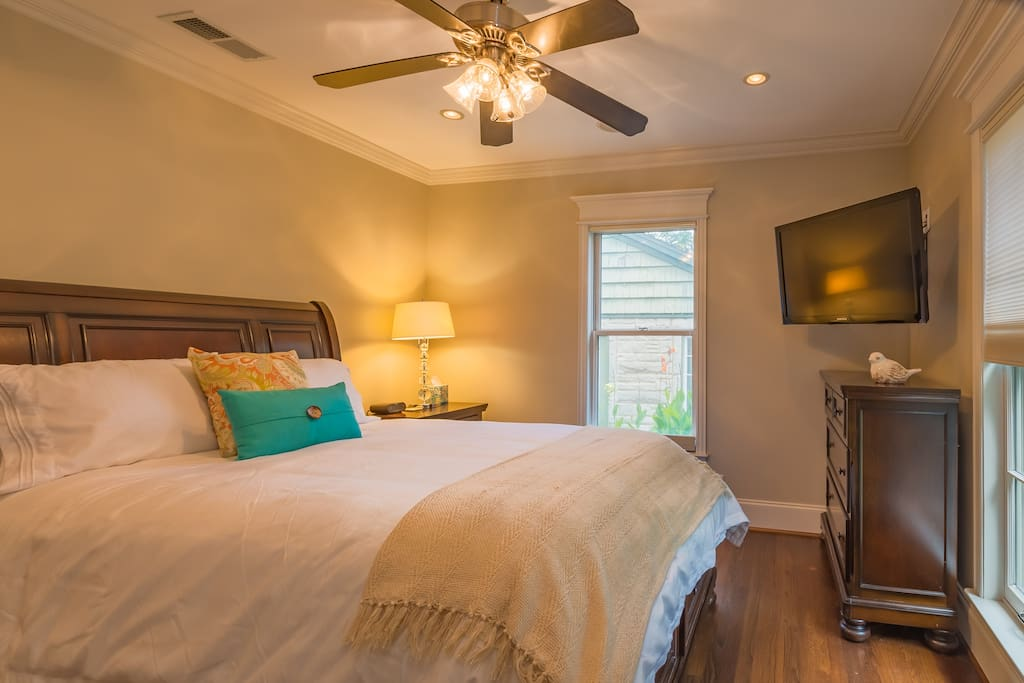 """guest room 1. queen size bed with luxurious linens. dresser, closet. 32"""" t.v. with cable."""