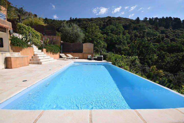 Villa avec piscine vue mer à Grasse - Côte d'Azur