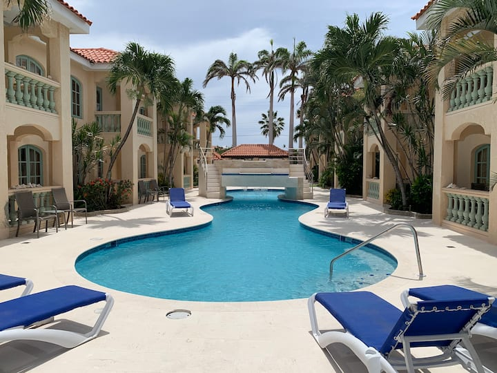 5 Star condo few min to Marriott and Palm Beach