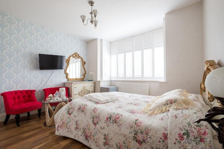 Cozy and Quiet Ensuite Room Near Mitcham/Wimbledon