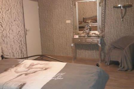 "Spaanse Villa 107 ""Grote kamer"" - Balen - Szoba reggelivel"