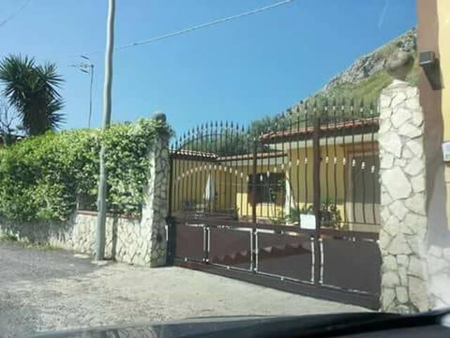 Villettina indipendente mare monti