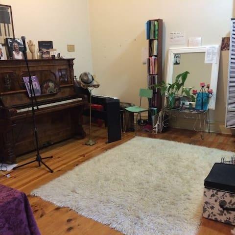 Large light filled unit - Thornbury - Apartamento
