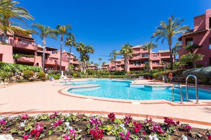 Estepona , Menara Beach, First line 2 bedroom flat