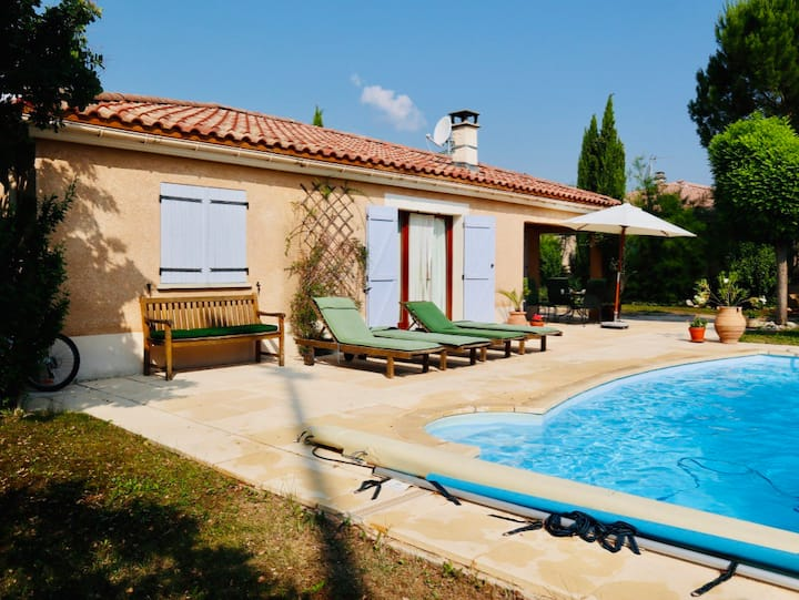 Nice villa with swimmingpool in middle of Provence