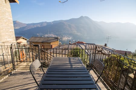 Lake view sunny house with garden  - Moltrasio - Dom