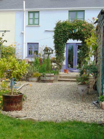 Deilen Aur, a charming 3 bedroom modern cottage
