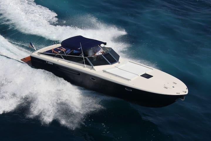 ITAMA 38 transfer or cruise in Capri/Amalfi Coast