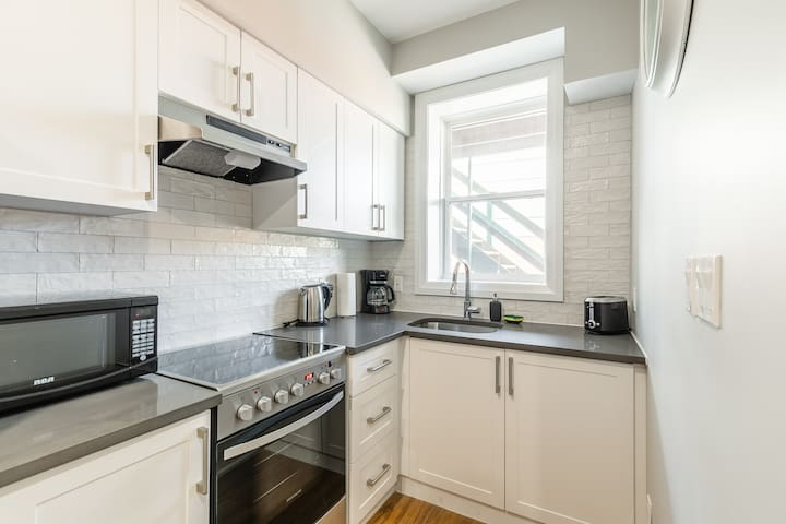Designed 1BR Loft Apartment UV DISINFECTION