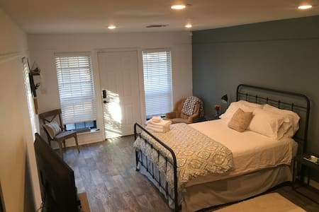 Guest Studio in Historic FTW - Stay4Less! - Fort Worth