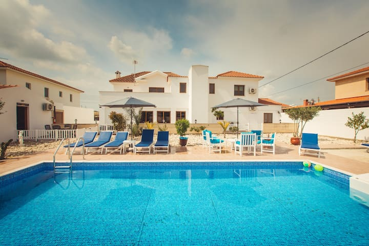 Ten  Bedroom Villa with Swimming Pool and Lift