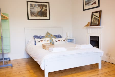 Beautiful B&B Room near Uni - Exeter
