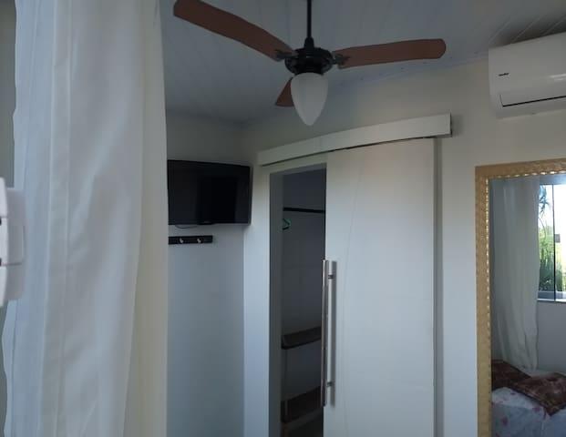 Equipado com Ar Condicionado,Ventilador de Teto ,Tv Tela Plana
