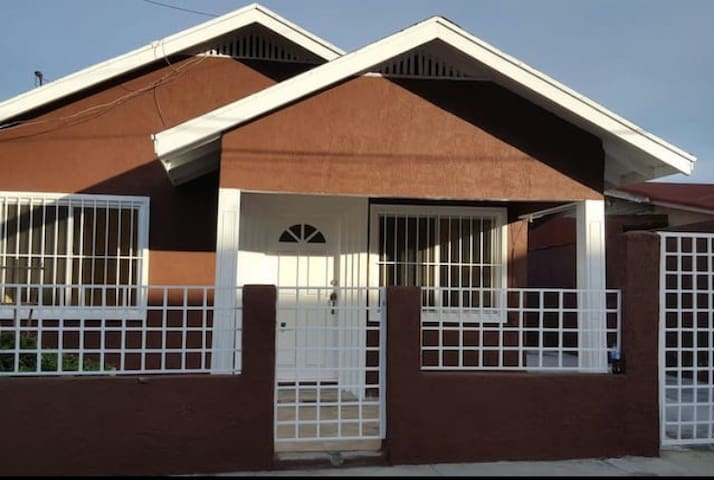 Nice Bedroom Well Located - Tijuana - House