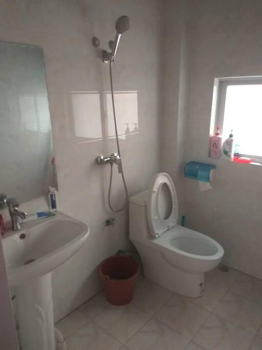 二楼厕所,可洗澡