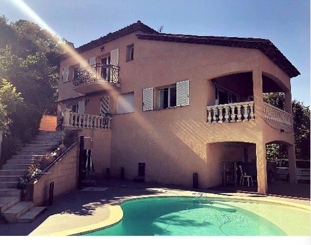 Magnifique chambre privée sur le hauteurs de Nice
