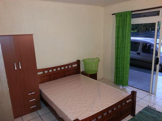 Chambre chez l'habitant - Mahina Rte pointe Venus - Māhina - House
