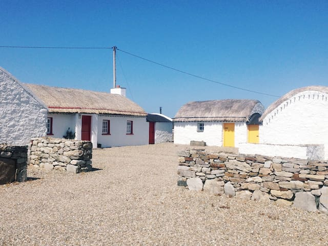 Mamore Cottages (Willie Dan's) in Tir Na Sligo, County Donegal ...