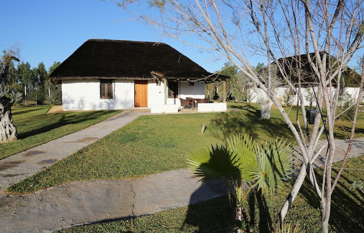 Casa Tipo choza Marismeña en Doñana - Villamanrique de la Condesa - 오두막