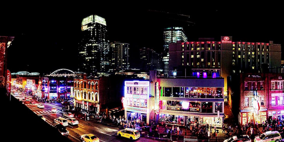 Walk to Honky Tonks! Broadway! Live Music!