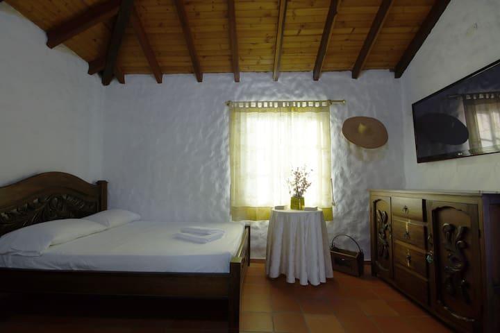 Master bedroom/ Habitación principal