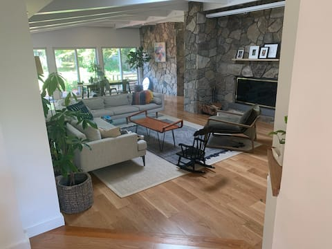 Rustic/Chic Lakefront House, 60 mins from NYC