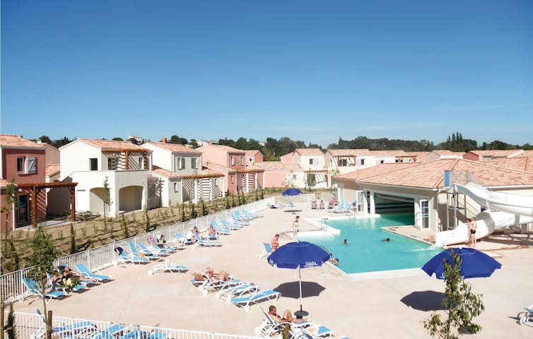 Holiday apartment with 2 bedrooms on 45 m² in Le Paradou