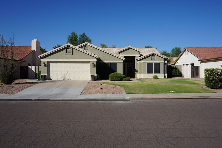 Downtown Chandler Home, Fully Stocked & a Bike 4 u - Chandler