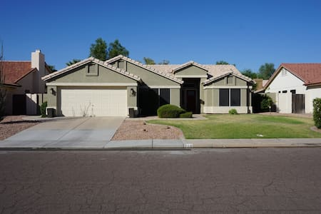 Downtown Chandler Home, Fully Stocked & a Bike 4 u - Chandler - Maison