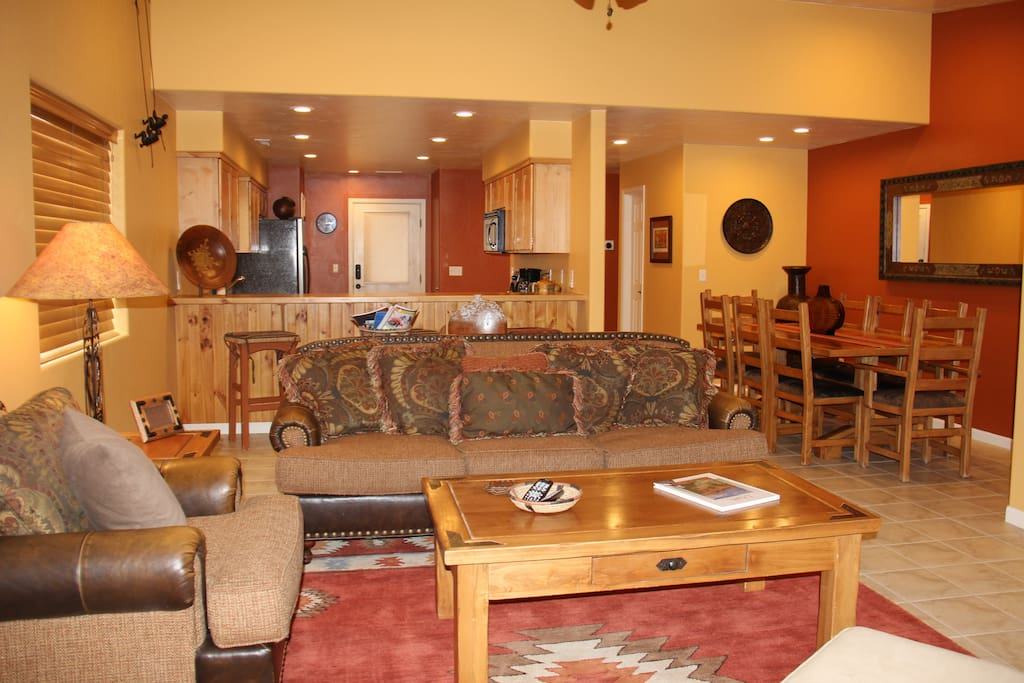 Open living space, great for large groups!