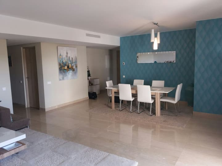 Bel appartement avec piscine proche plage