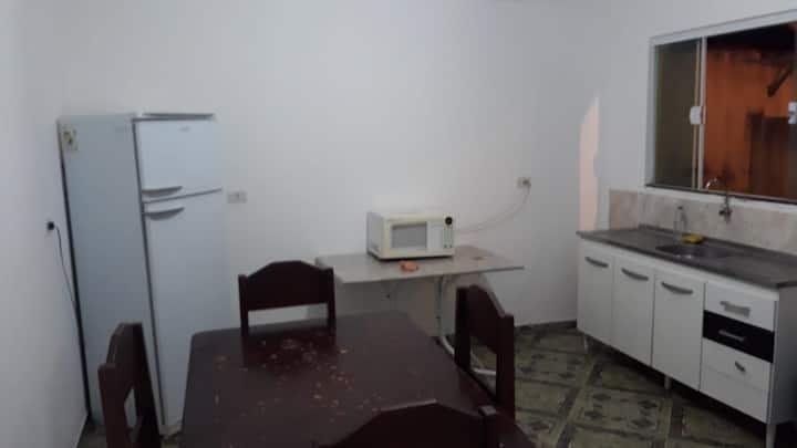Casa completa para até 02 pessoas em Arapongas.