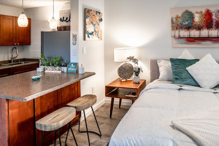 Modern New Studio, King Bed, Partial Ocean Views