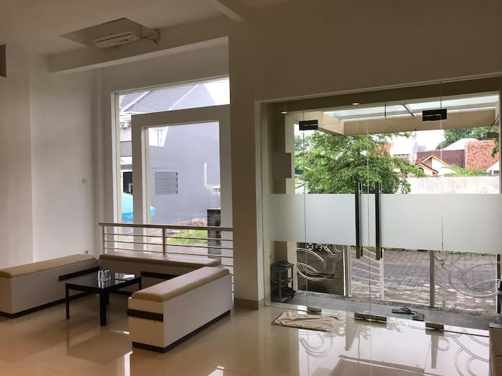Clean room 2 ( 3.5m x 2.3m ) @ jambon host