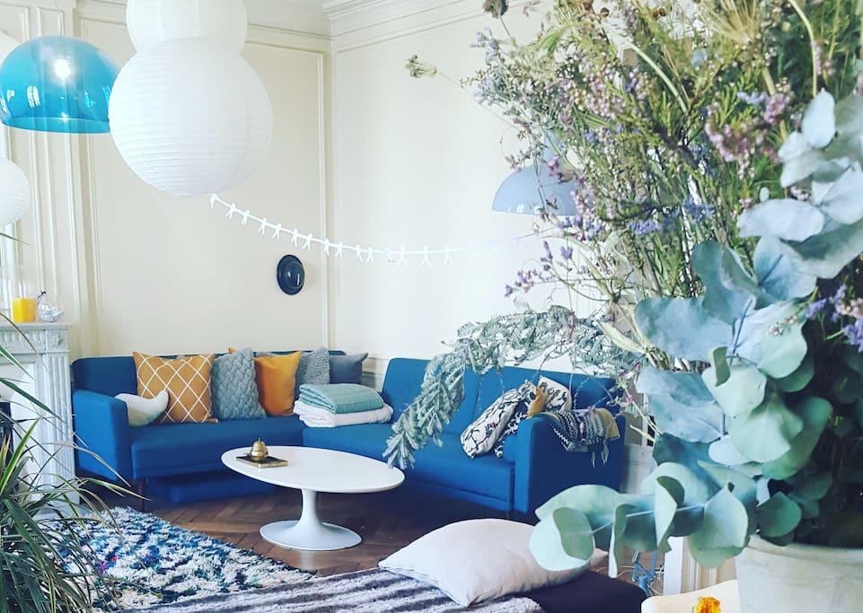 Double salon. avec canapé 6 places et table scandinave 6 / 8 places