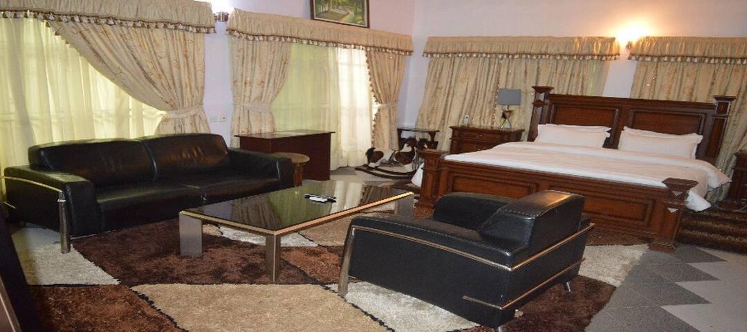 EXECUTIVE BED & BREAKFAST
