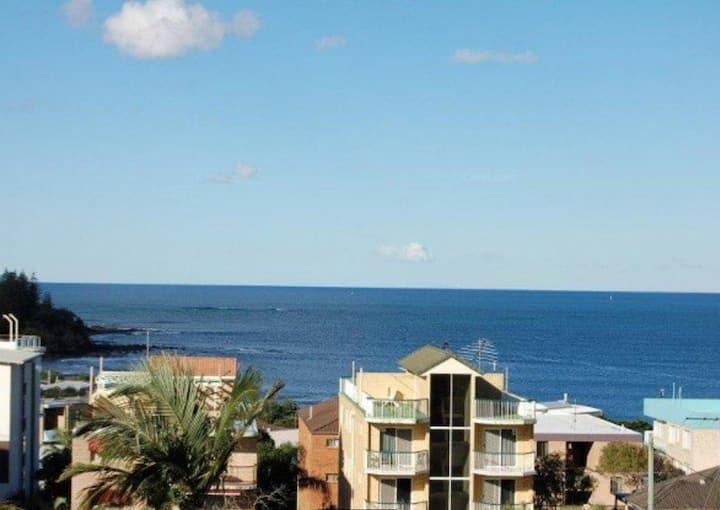 Ocean Views, Private Roof Top, 250m to Kings Beach