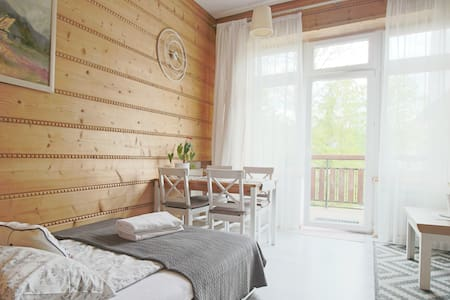 Cosy central studio, easy access to hiking routes