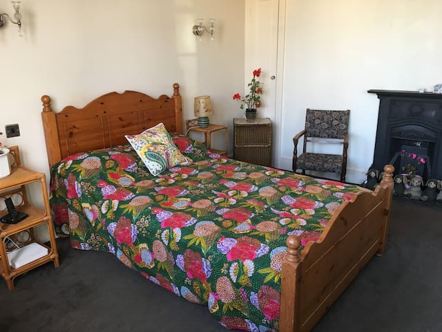 Looking for Seaside B & B or business long stay?