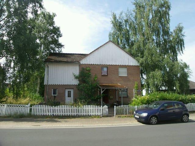 'Zimmer mit Aussicht'  im Grünen - Höchst-Hassenroth  - Casa
