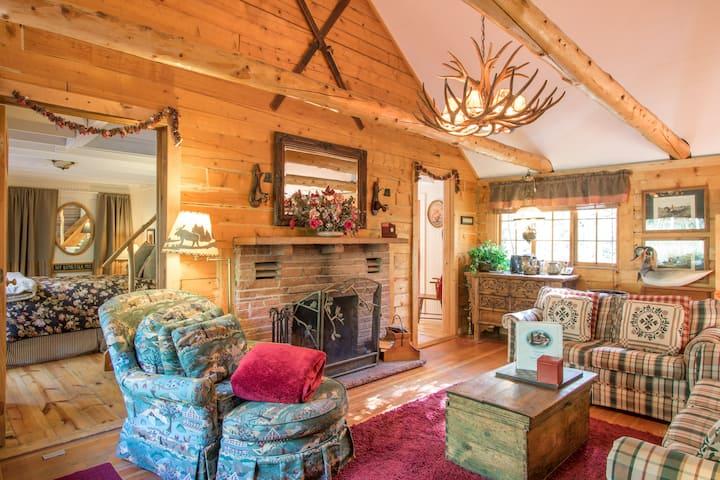 Enchanting Mountain Log Cabin