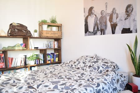 Wonderful apartment in a trendy and lively area - Paris - Apartment