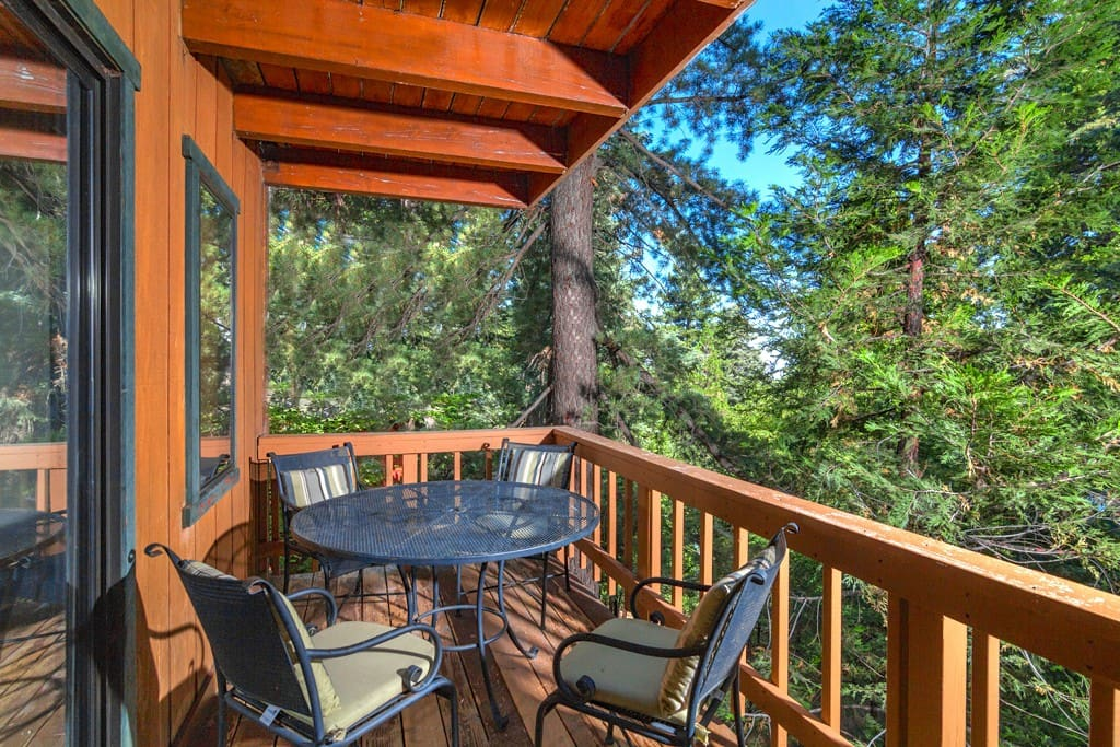 Bottom back deck with grill, great for outdoor dinners