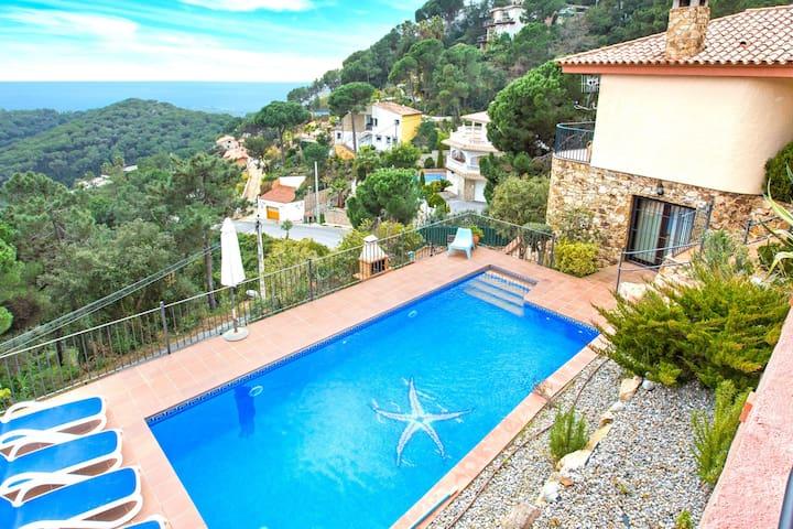 Confortable villa avec piscine privée à Lloret de Mar