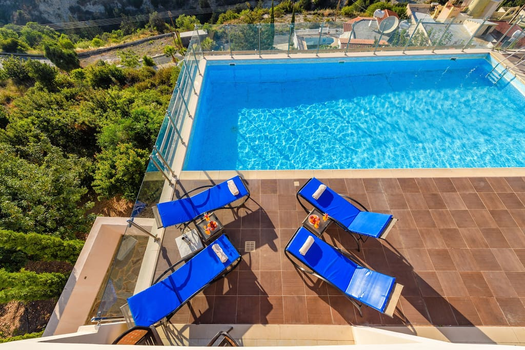 The elevated position of the poolside gives you superb sun bathing facilities