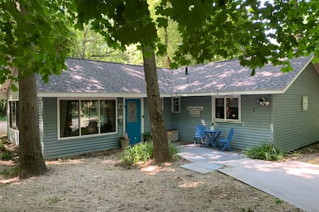 South Haven Rental-Blue Shore Cottage and Extras