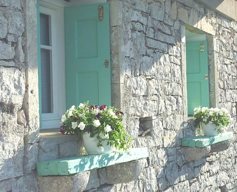 Charming house with stunning view(sleeps5).